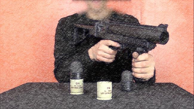 Présentation filmée des armements utilisés par les forces de l'ordre française