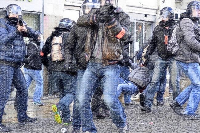 Libération – Les violences policières contre le droit international